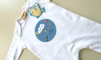 Bedrukte babykleding: kruippakje