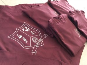 Paarse hoodie met logo