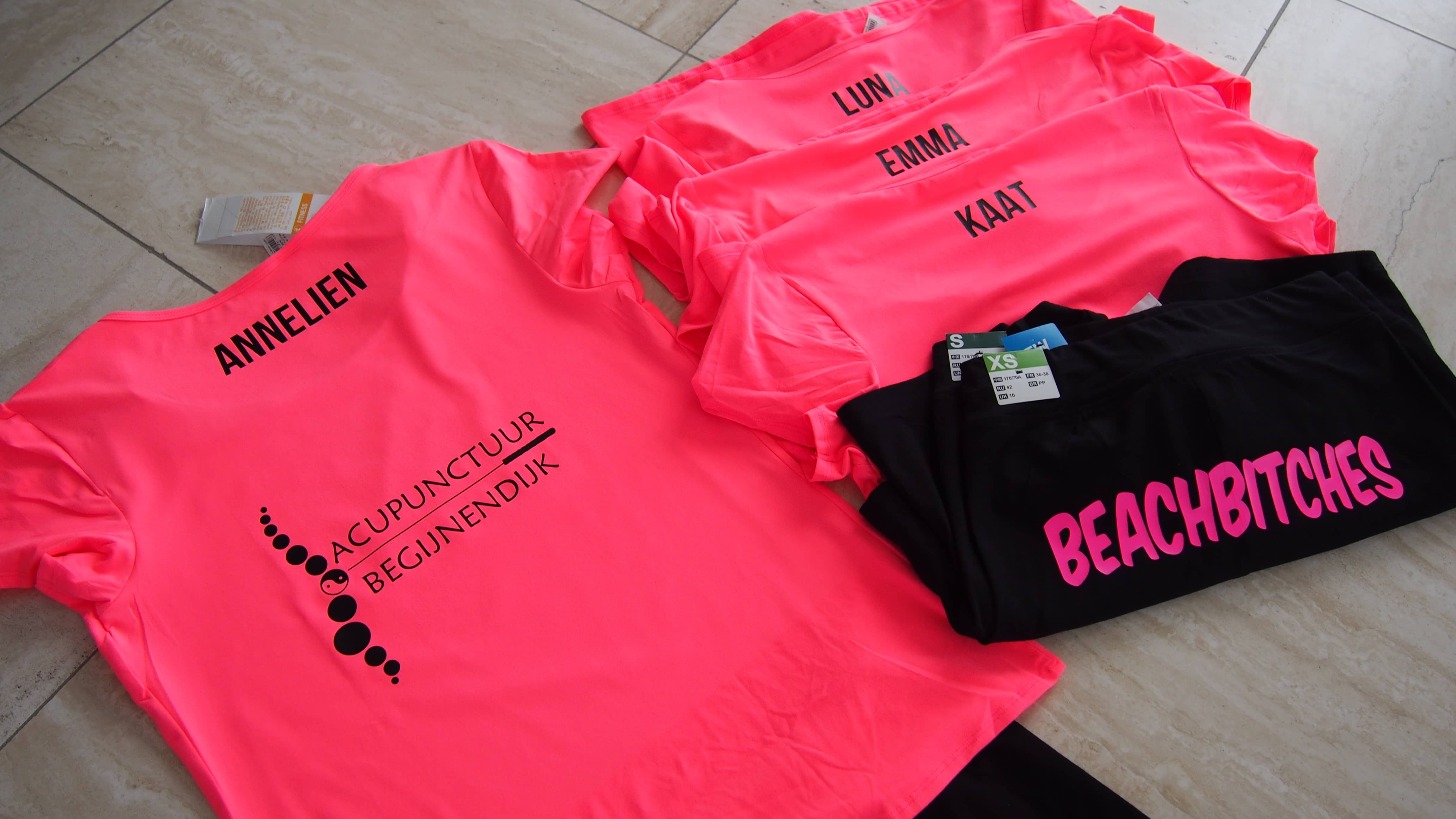 Roze sportoutfit met opdruk